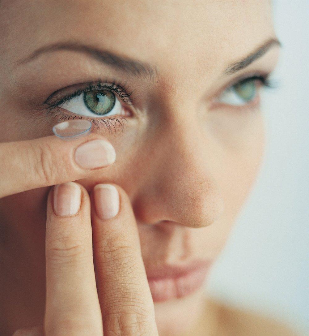 Lentilles de contact : verdict sur les accessoires de correction visuelle